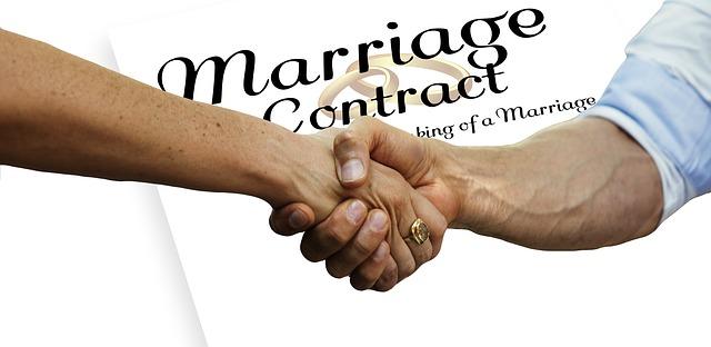 לחיצת ידיים בהסכם נישואין