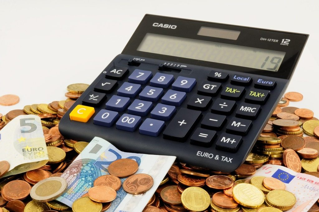 מחשבון על הר של כסף
